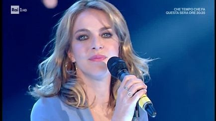 "Domenica In - Claudia Gerini canta ""Califano"" - 20/01/2019 - RaiPlay"