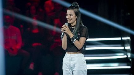"The Voice of Italy - Violet: ""Non riesco a parlare"" – Blind Auditions - RaiPlay"